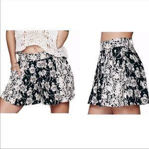 Free People Flowy Black cream floral shorts Sz 2